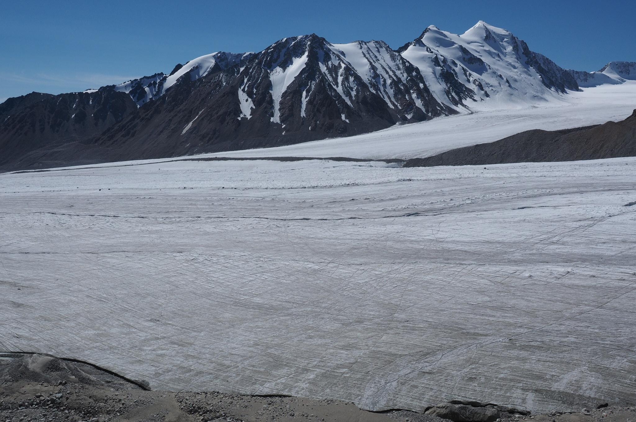 Gletscher, mehrere km breit