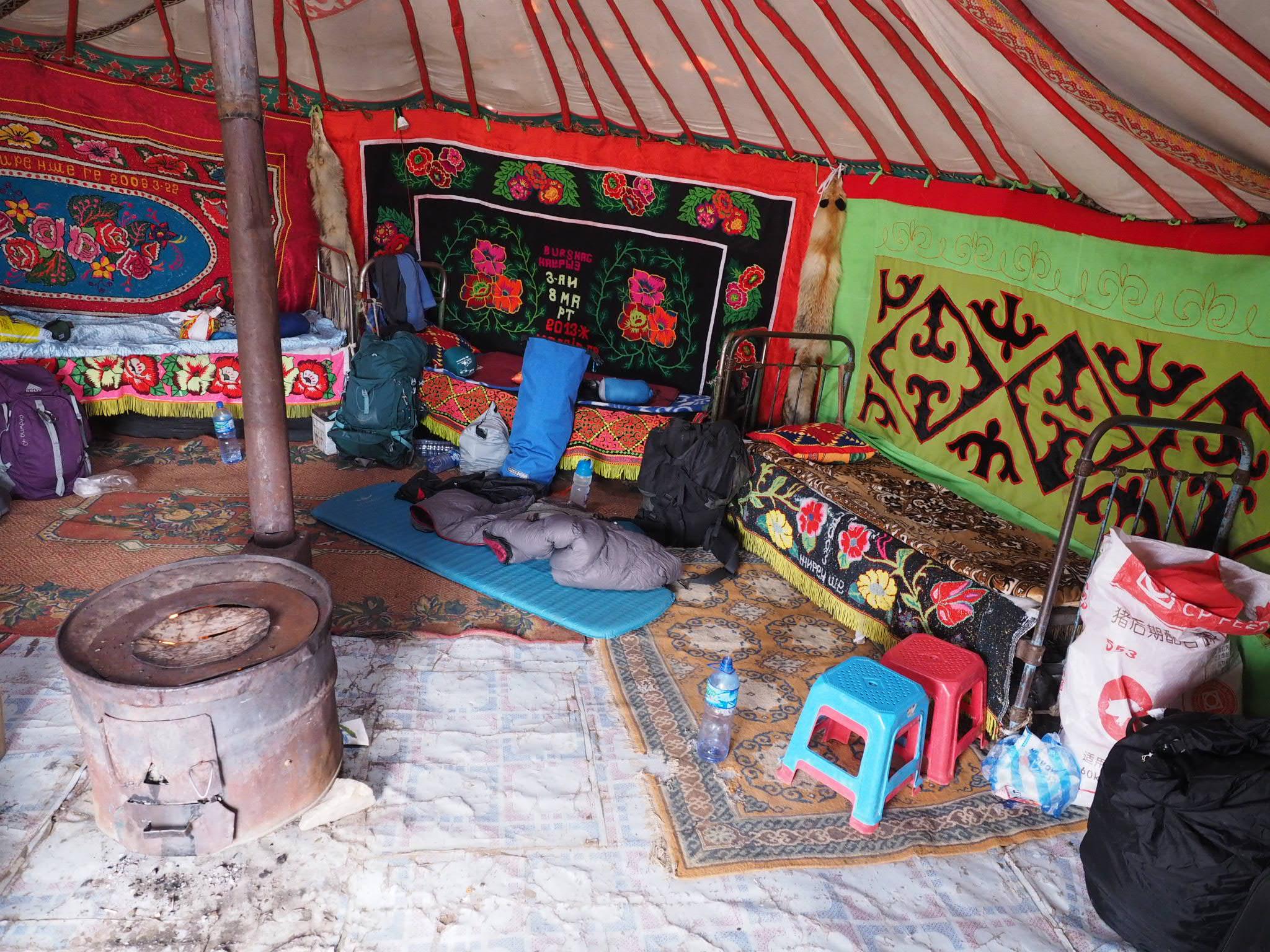 Schlafplatz im kasachischem Ger